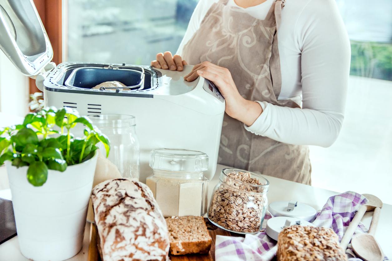 Prática e versátil, a panificadora elétrica permite fazer aquele pãozinho caseiro delicioso sem todo o esforço de preparar e sovar a massa