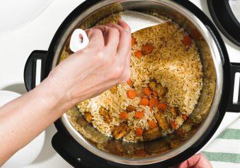 Entenda quais os itens mais importantes a se considerar na hora de comprar uma panela de pressão elétrica para sua cozinha